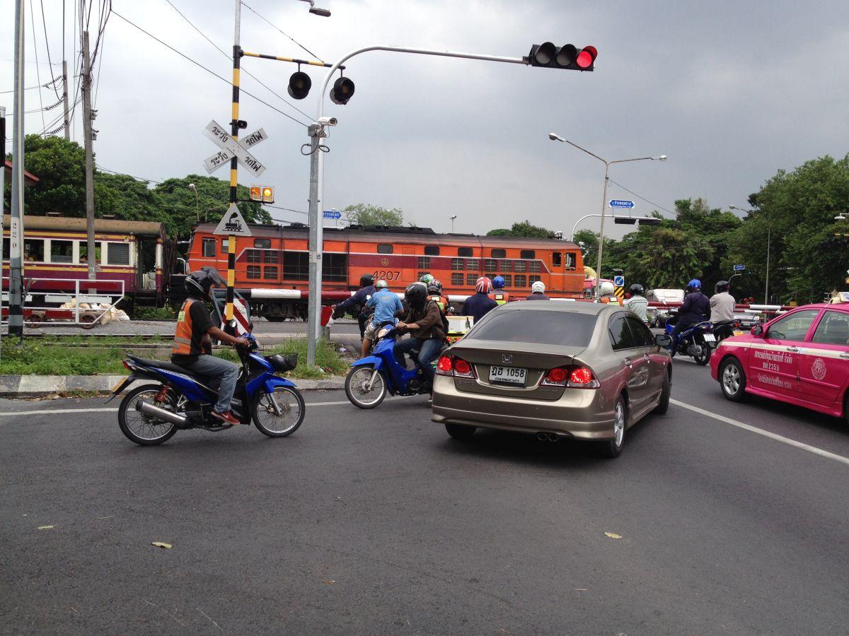Bahnübergang in Bangkok