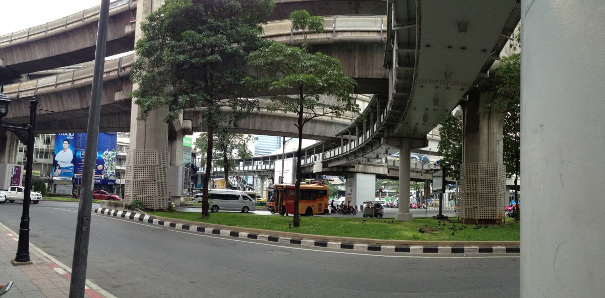 Skytrain und Skywalk machen Bangkok mehrstöckig