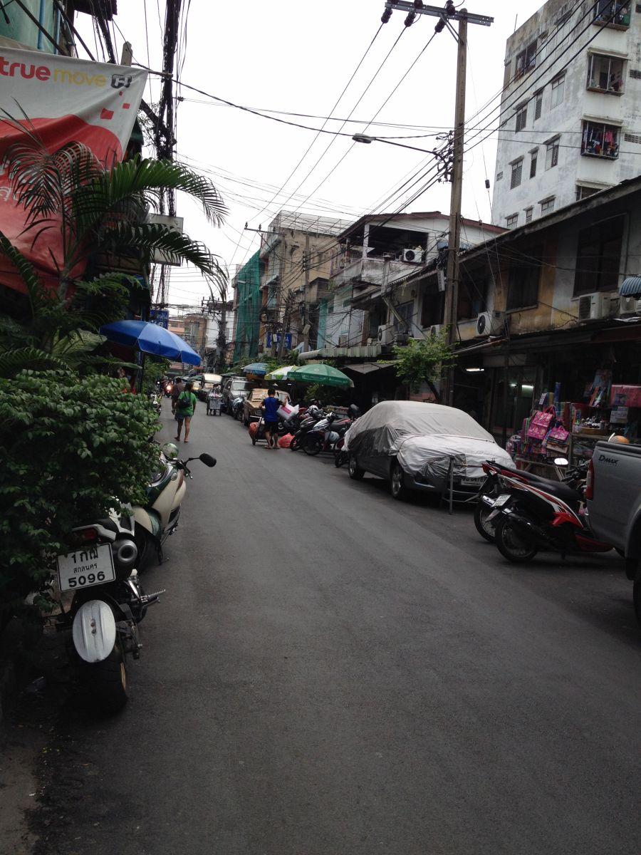 Noch eine von Bangkoks unzähligen Straßen