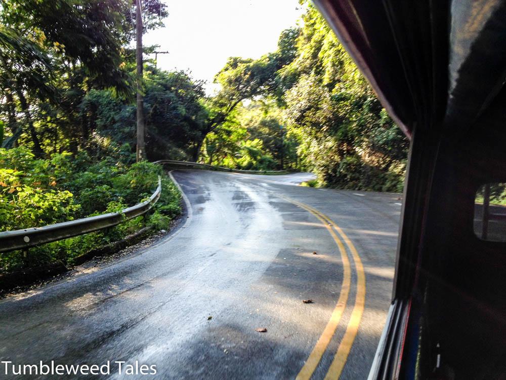 Mit dem Songthaew die etwa 11km lange Strecke den Doi Suthep hoch