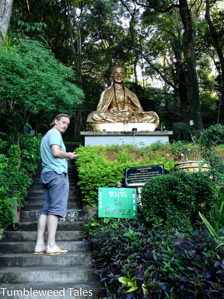 Nico auf dem Weg zum Tempel
