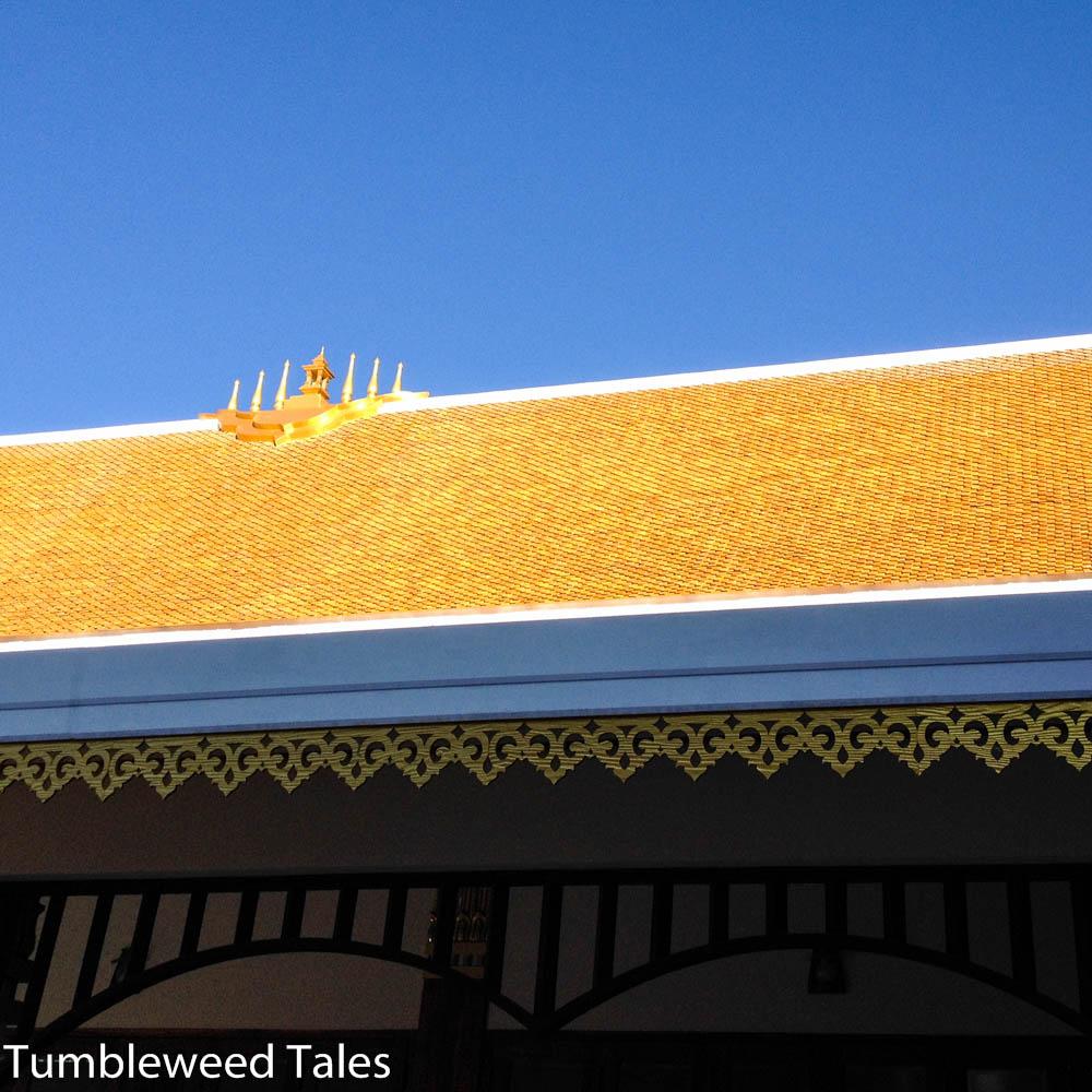 Dach-Detail auf dem Tempelgelände