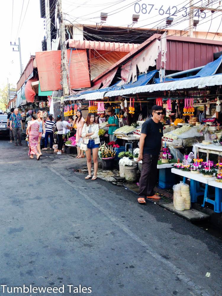 Straßenstände verkaufen Lichter-Flöße und was man sonst noch so braucht