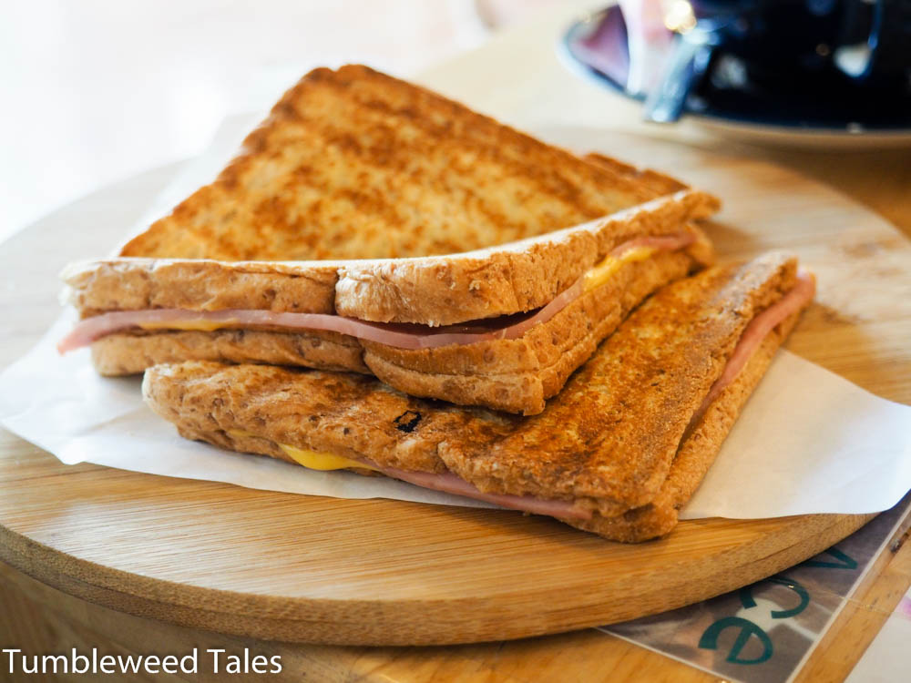 Schinken-Käse-Toast. Wie banal. ;)