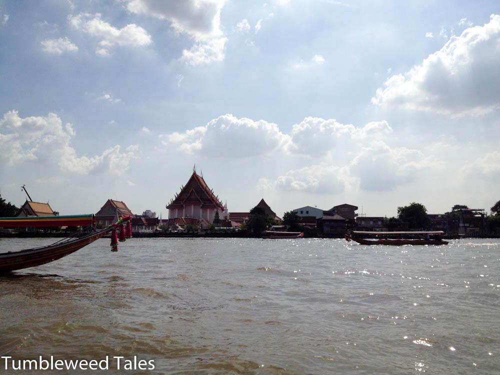 Bootstour auf dem Chao Phraya: Blick auf einen Tempel