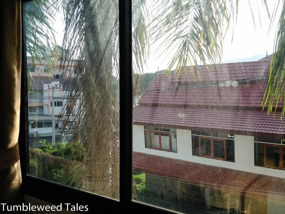 Aussicht aus unserer Bleibe. Netter als in Bangkok. Im HIntergrund der Doi Suthep (kaum zu sehen)
