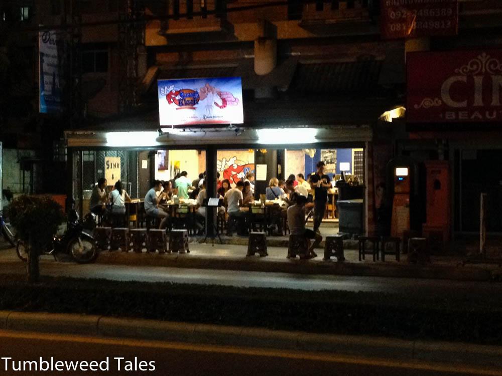 Jeden Abend prall gefüllt: Das Seafood-Restaurant um die Ecke.
