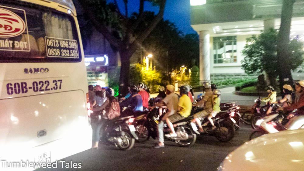 Schnappschuss vom Verkehr in Saigon. Ich hatte mich vorher in Sicherheit gebracht,