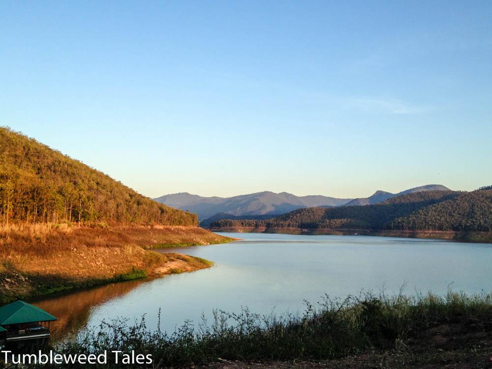Sonnenuntergang am Mae Ngat Staudamm