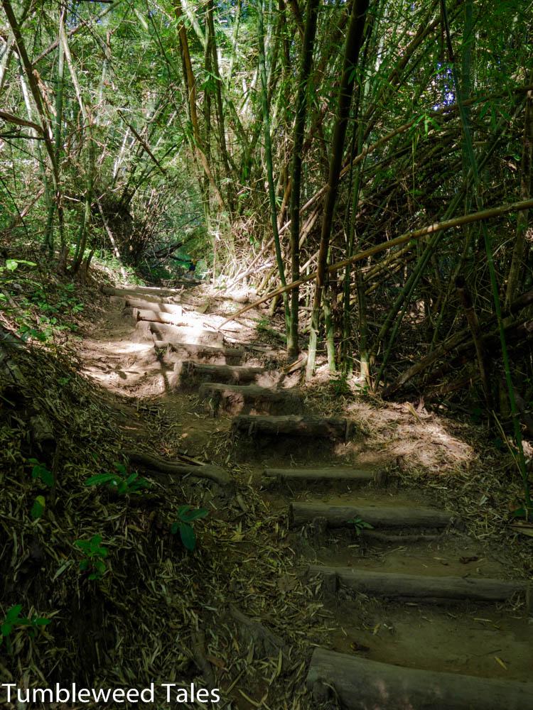Der Fußweg zwischen den verschiedenen Ebenen