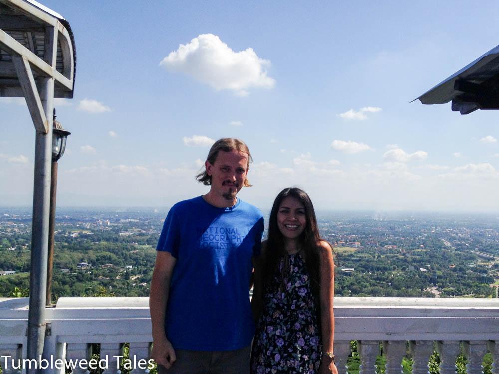 Nico und unsere nette Maklerin :)