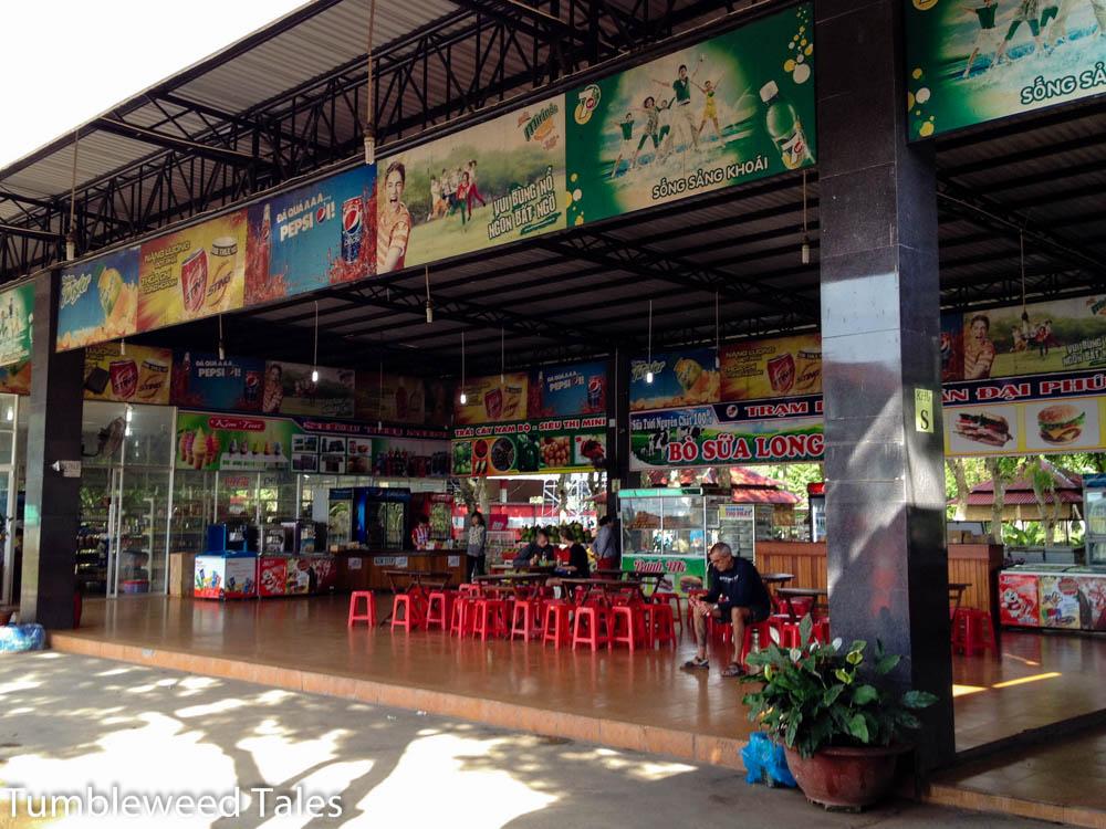 Bushaltestelle auf dem Weg von Saigon nach Mui Ne