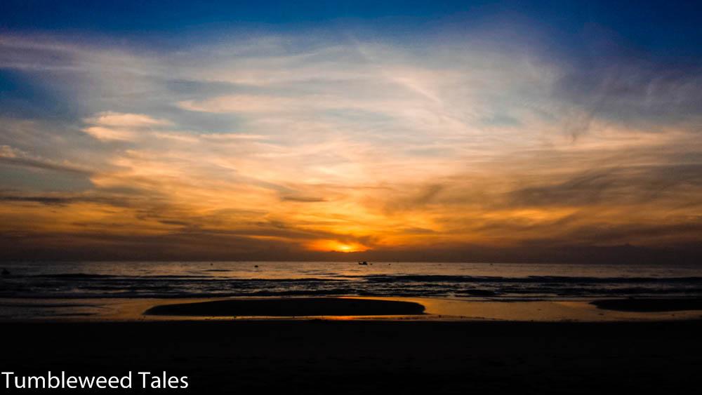 Sonnenuntergang an Heiligabend, an unserem menschenleeren, etwas zugemülltem Strand