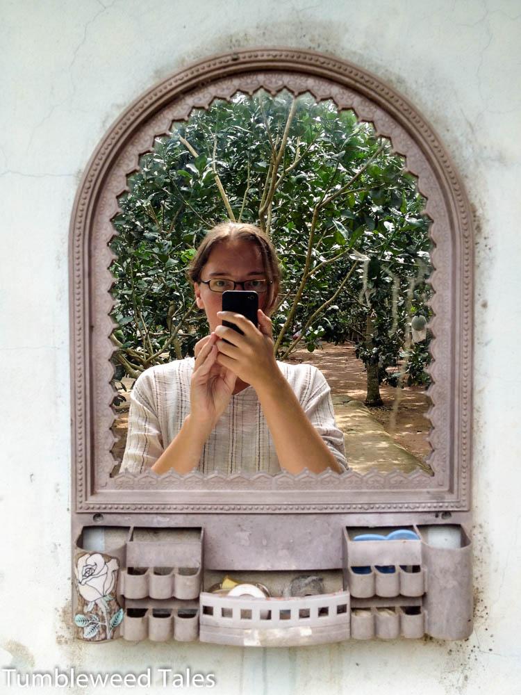 Hinter dem Spiegel