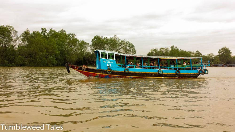 Ein anderes Touristenboot