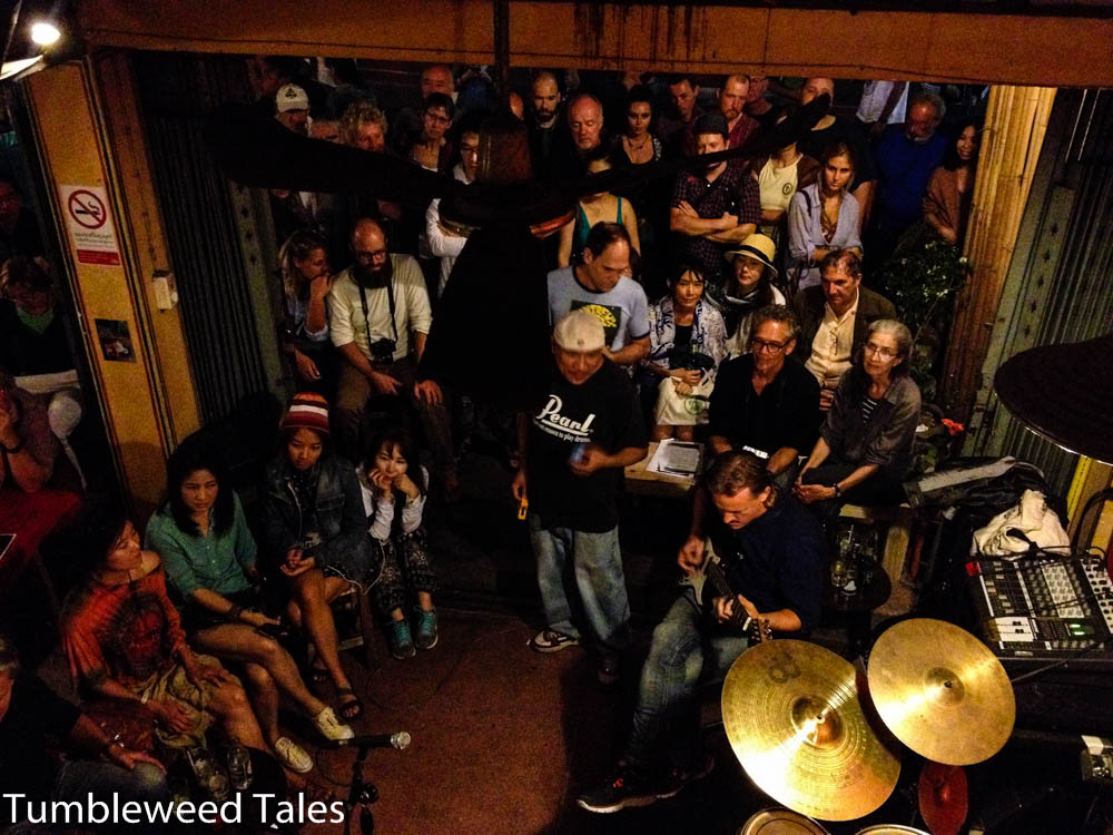 Nico jammt mit der Band in der Jazzbar am North Gate