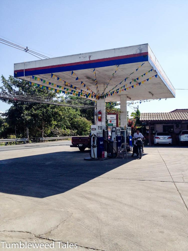 Eine Tankstelle im Süden von Chiang Mai, direkt am Ping