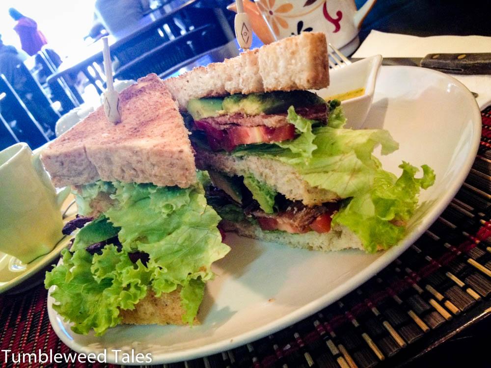 Veganes BLT-Sandwich im Taste From Heaven. Kaum zu glauben, aber der vegane Bacon schmeckt fast besser als echter.