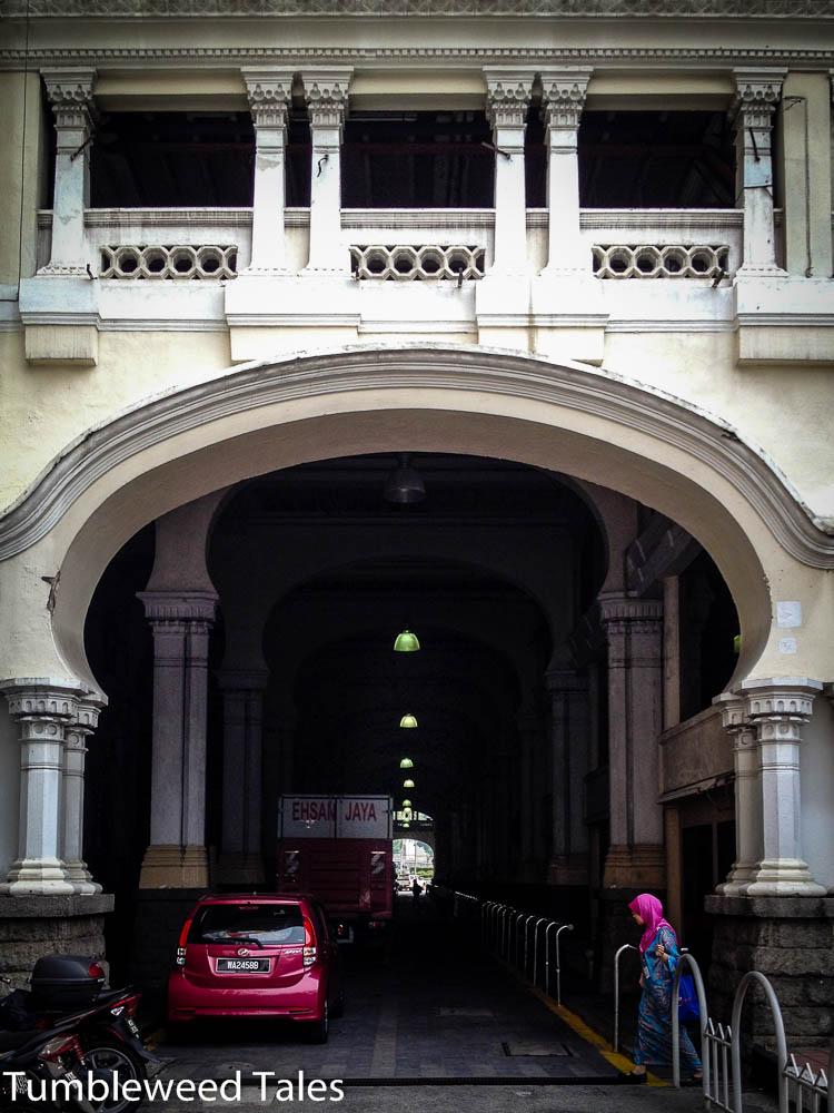Straße am alten Bahnhof.