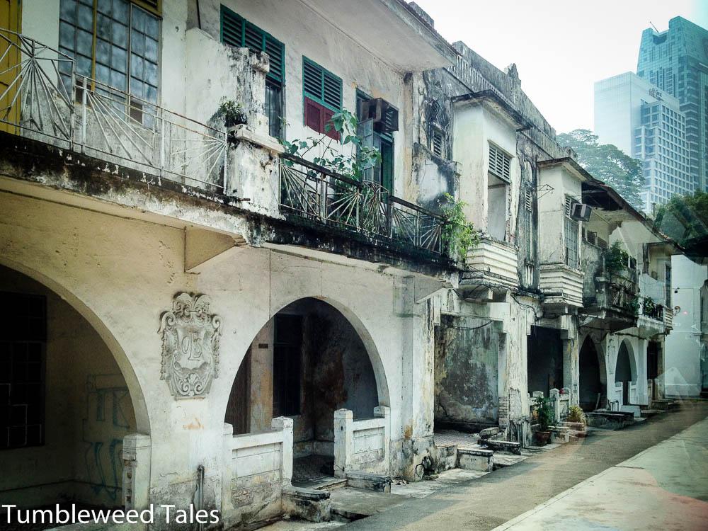 """Eine Häuserfassade. Nicos Aussage: """"Als ich im Februar hier war und die Häuser gesehen habe, musste ich an dich denken. <3"""" WTF?!"""