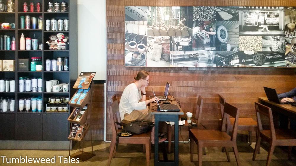 Arbeit Arbeit! Stilecht im Starbucks...