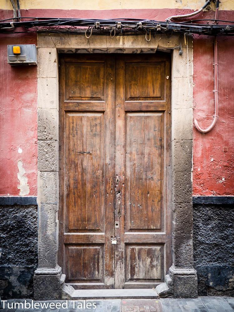 Überall schöne Holztüren in der Altstadt!