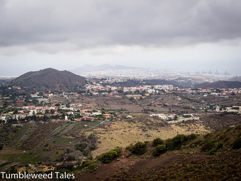 Blick auf Las Palmas – in der Ferne auf der rechten Seite der Landzunge die Hafenkräne und auf der linken Seite unser Strand