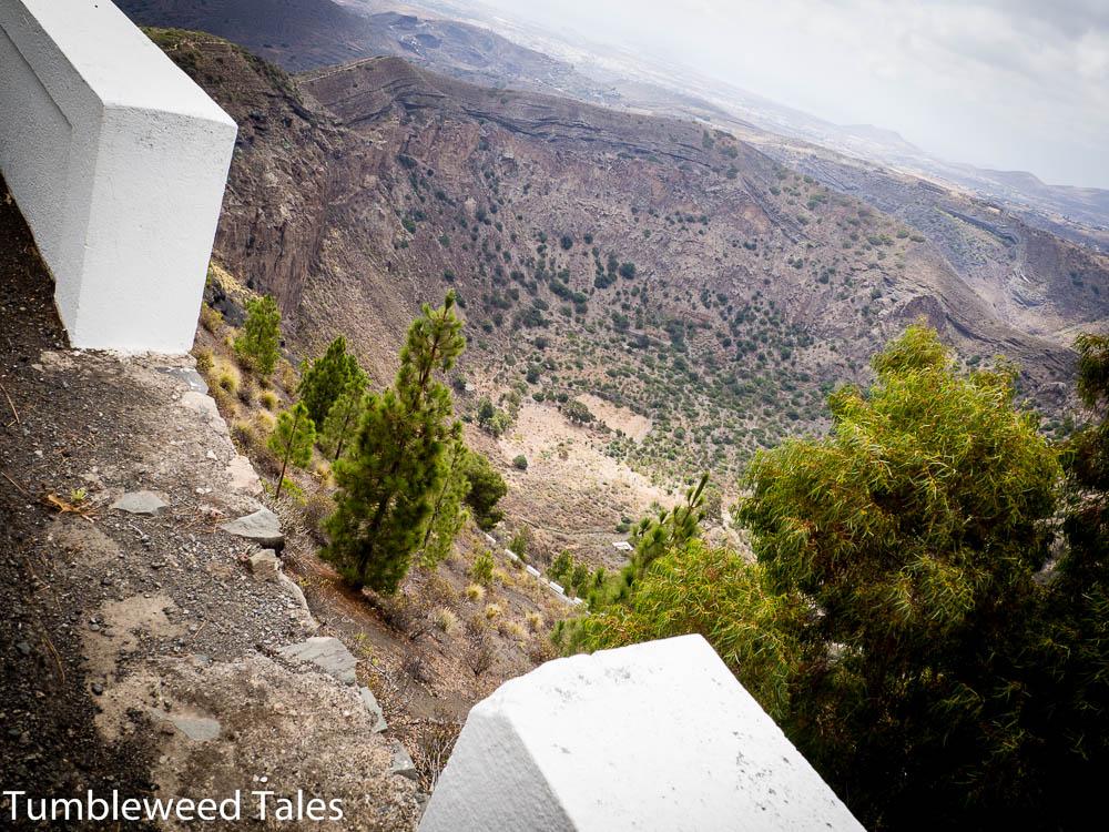 Blick in den etwa 200 tiefen Vulkankrater