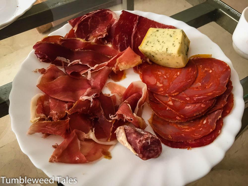 Mama hat Schinken , Chorizo, Salami und Käse organisiert! Das war unser Reste-Essen am nächsten Tag...