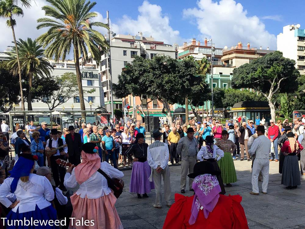 Tanzgruppe am Santa Catalina Park