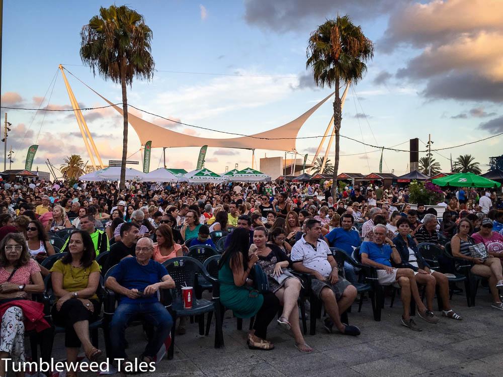 Das Cine + Food Festival am Santa Catalina Park vor einigen Wochen. Filme auf großer Leinwand und jede Menge Essensstände aus allen möglichen Ländern.
