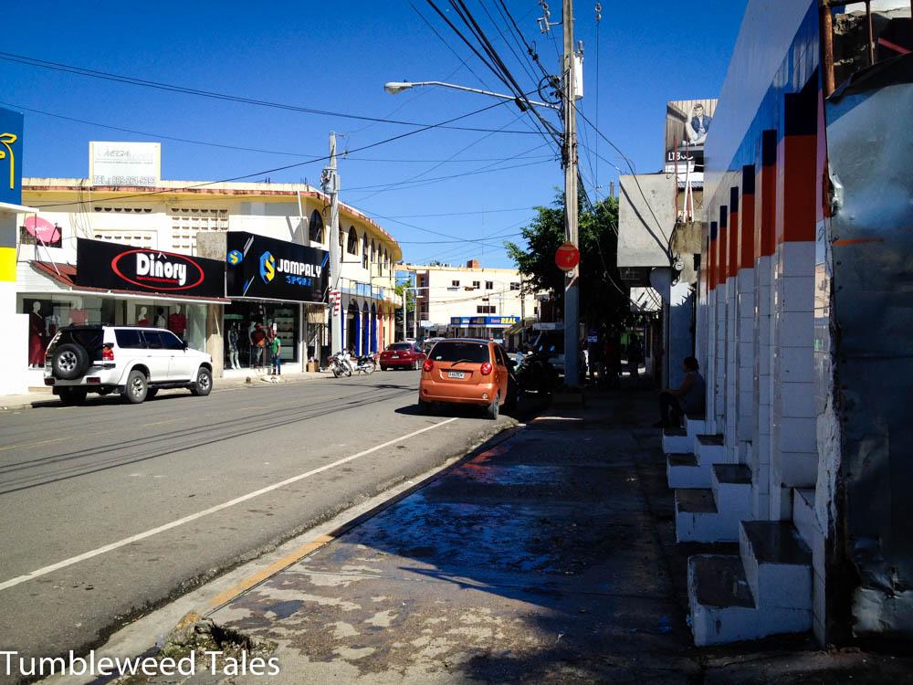 Ein unspektakuläres Stück Straße in Puerto Plata