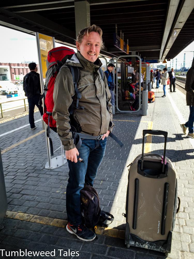 Auf geht's von Köln nach Bangkok! Nico freut sich sichtlich.