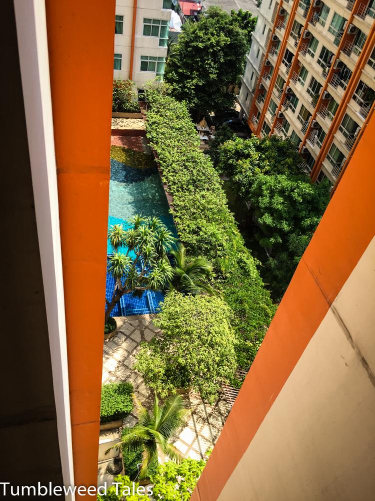Der Pool auf der Dachterrasse im 3. Stock. Super gemütlich dank Palmen und Hecke! Außerdem badet hier fast nie jemand.