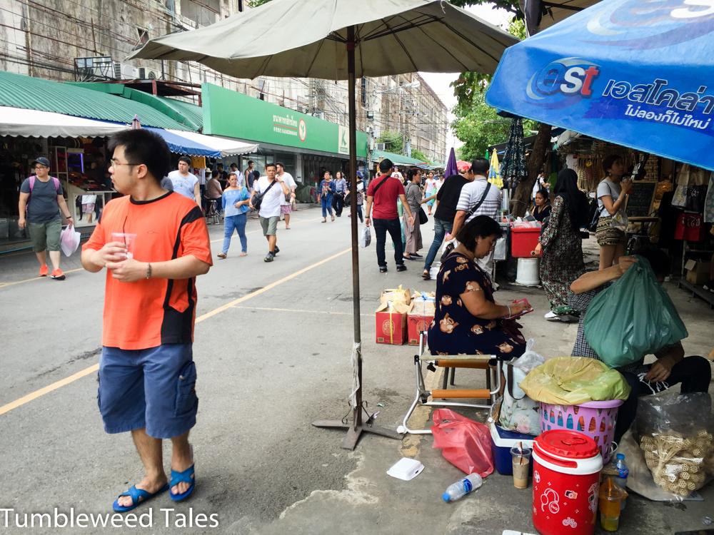 Chatuchak Markt in Bangkok: Mehr als 10.000 Stände und Geschäfte, sowohl unter freiem Himmel als auch in Hallen. Hier verläuft man sich schnell!