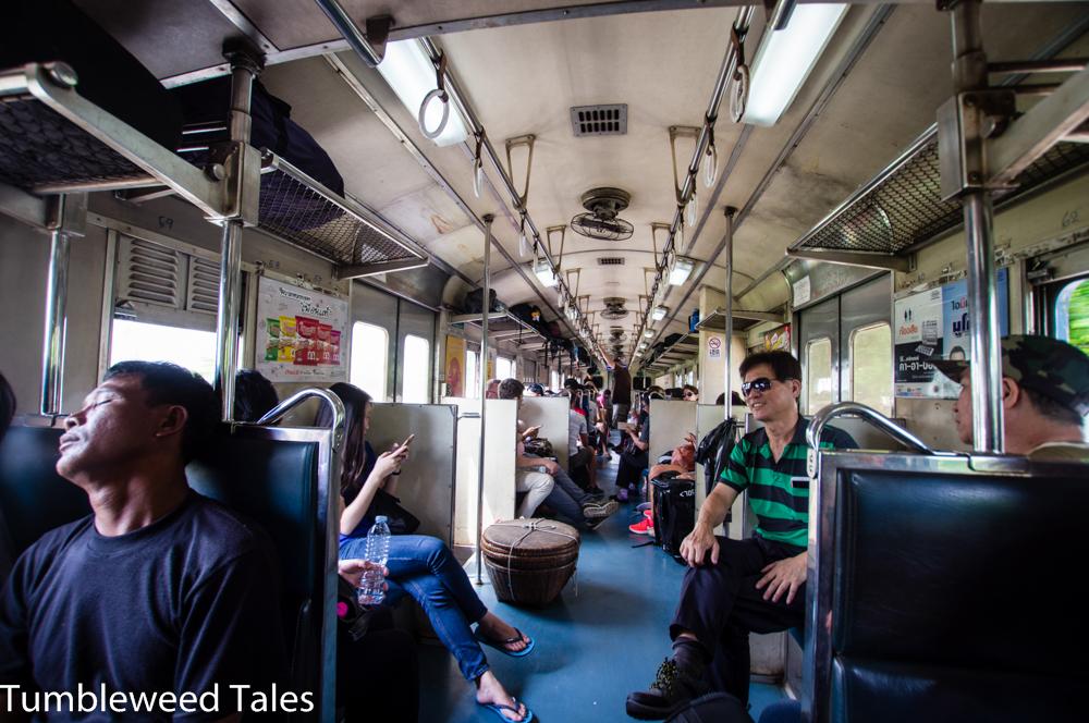 Die klapprigen Züge in Thailand – eines meiner liebsten Transportmittel