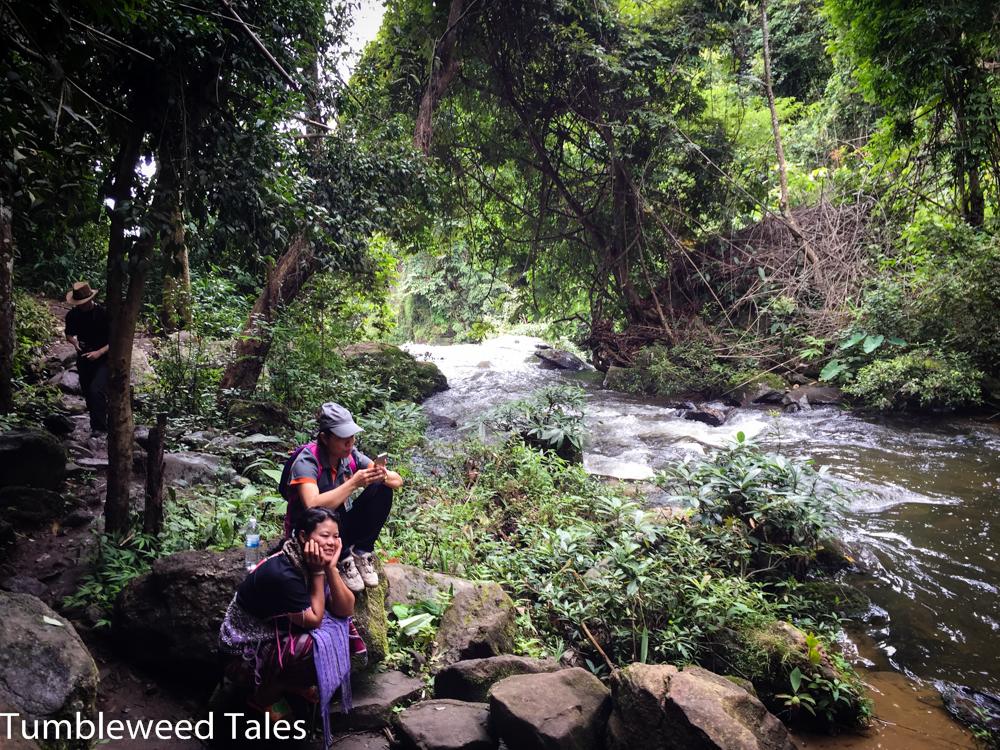 Unsere Tourführerin Boom und unsere Karen-Führerin für den Dschungeltrek