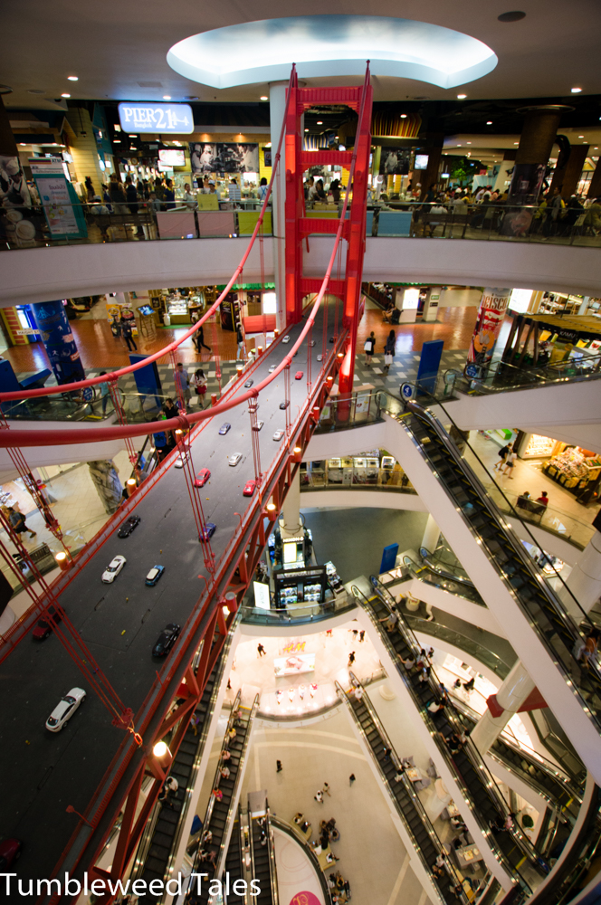 "Die Golden Gate Bridge in ""San Francisco"" im Terminal 21 in Sukhumvit"