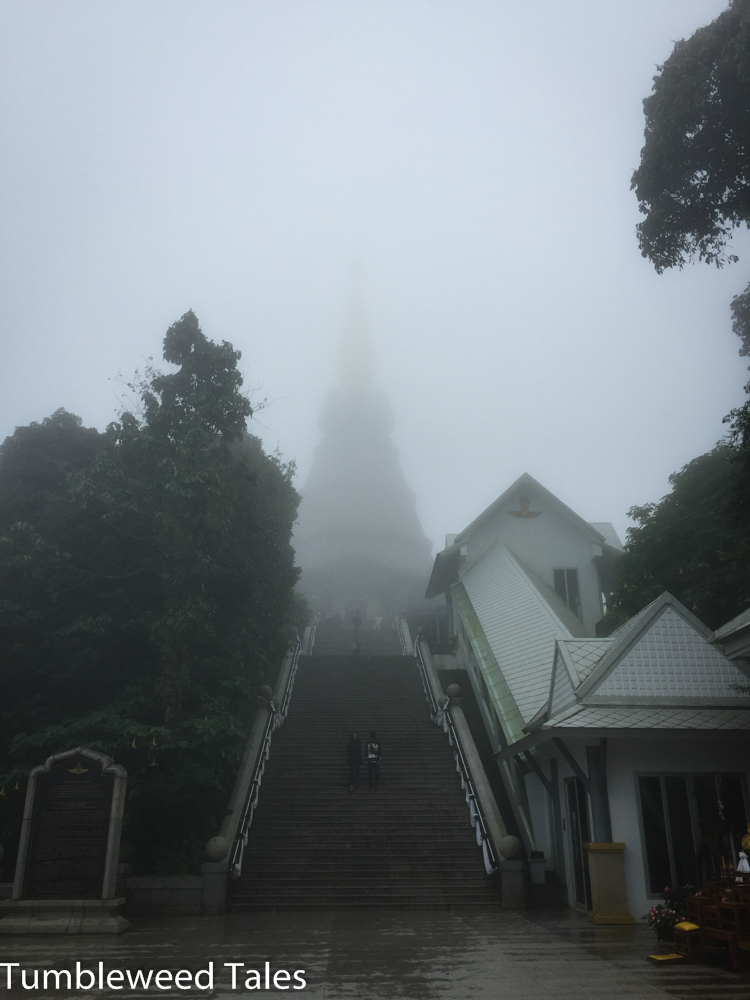 Die Chedis verschwinden im Nebel. Erinnerte mich an die Hauptgebäude bei Black&White...