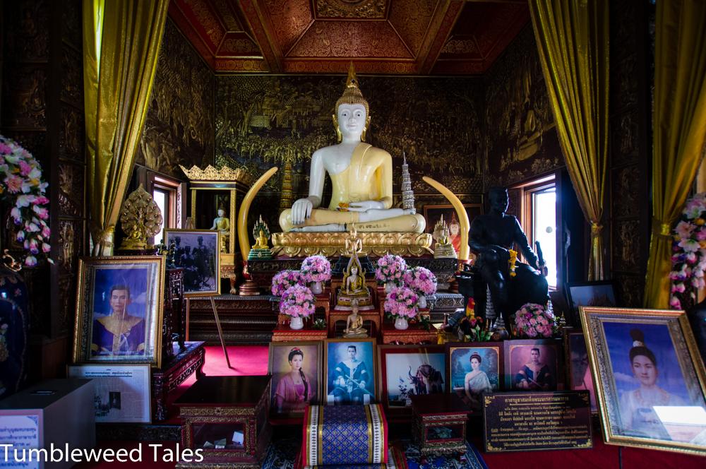 Der Wat Buppharam beherbergt den größten Teakholz-Buddha der Welt.