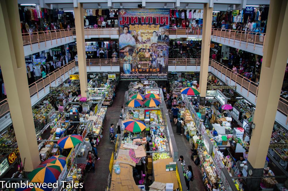 Überblick über den Warorot Market – hier habe ich 4 kleine Teetassen für 10 Baht pro Stück erstanden. Das hat mich glücklich gemacht. ;)