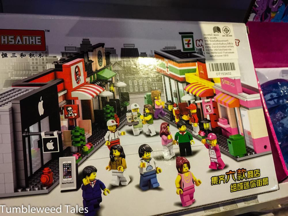 Lego-Plagiat mit vermutlich ebenfalls nicht lizensierten Marken-Shops_ Apple, KFC, Starbucks, 7/Eleven, McDonald's und Dunkin' Donuts