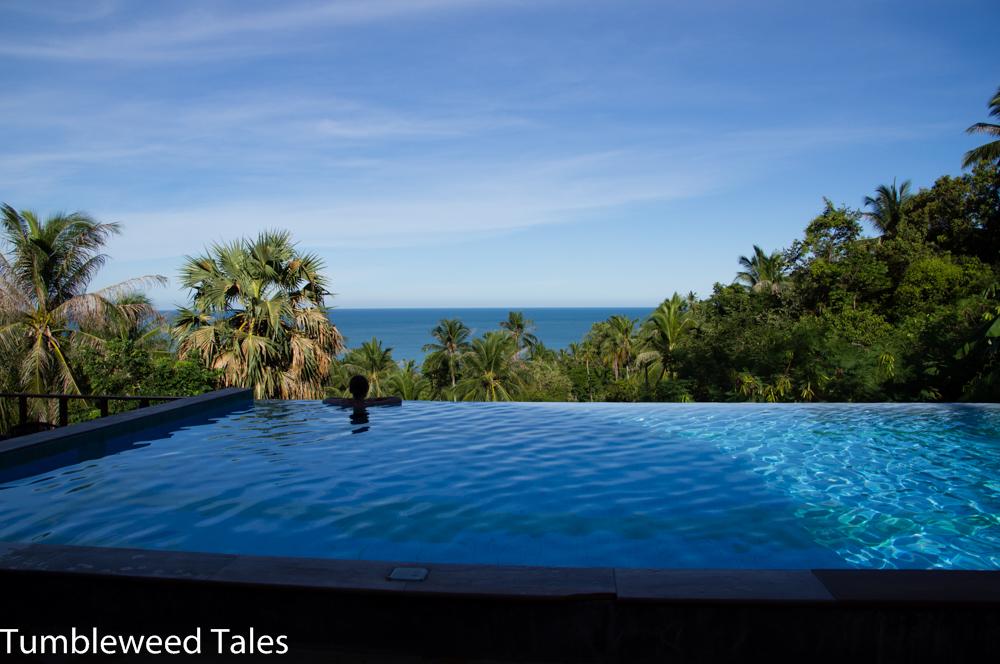 Mini-Infinity-Pool mit Blick aufs Meer