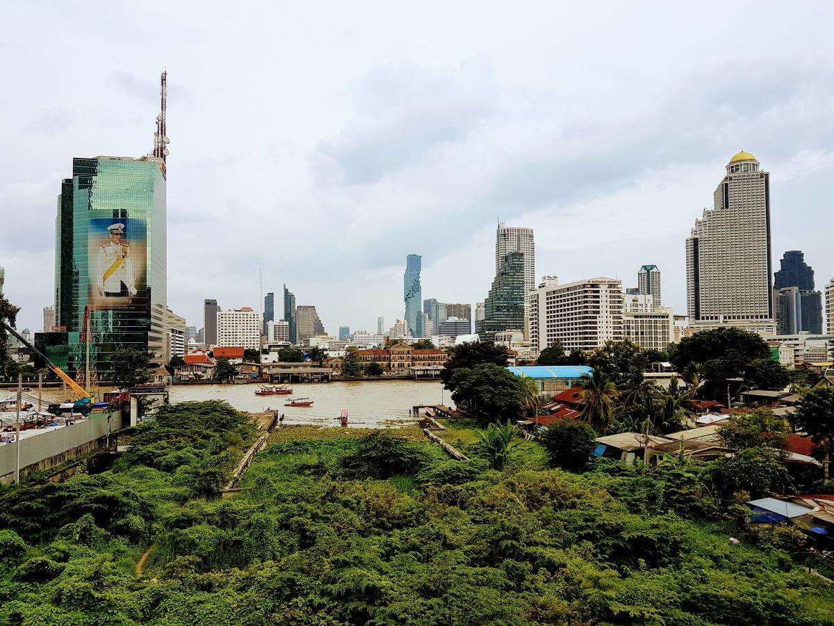 Aussicht von unserem Balkon auf das Maha Nakhon (Mitte) und den Lebua State Tower (bekannt aus Hangover 2).