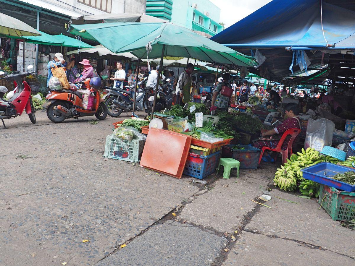 Khlong Toei Markt in Bangkok